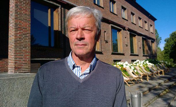 Serlachius –paperisuvun vesa, taidesäätiön puheenjohtaja ja ex-Jokeri-omistaja Henrik De La Chappelle haluaa luoda Suomeen kansainvälisen taidebrändin suvun nimestä. Henrikin mummun isä oli Gösta Serlachius.