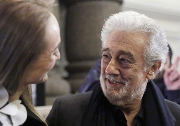 Plácido Domingo on itse kieltänyt ahdisteluväitteiden paikkansapitävyyden.