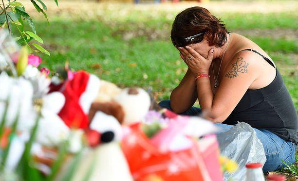 Nainen suri surmattuja lapsia Cairnsissa.