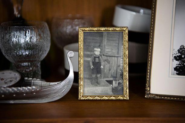 Se vanhinkin kotihoidon asiakas on joskus ollut lapsi ja nuori. Kodin esineet kertovat tarinoita.