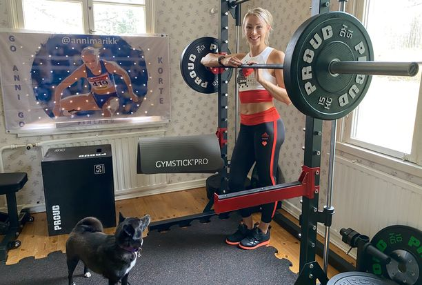 Annimari Korte voi nyt harjoitella kotonaan Kirkkonummen Veikkolassa.
