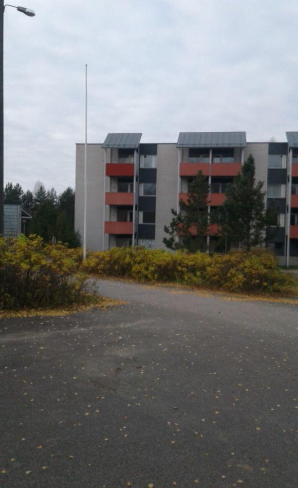 Asunnottomat Heidi ja Niclas saivat itselleen asunnon tällaisesta kerrostalosta Mikkelin Ristiinasta.