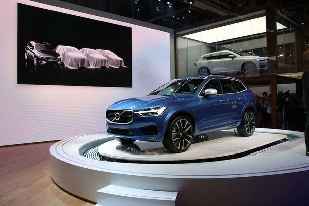 Volvo XC60 ja kuvassa piilossa pian tulevat uudet mallit kuten pieni XC40.