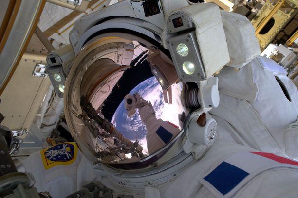 Astronautit käyvät läpi useamman vuoden mittaisen koulutuksen ennen kuin heidät lähetetään tehtävälle.