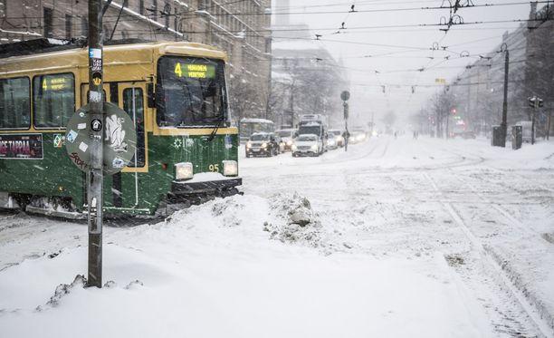 Lumikaaos koetteli Helsinkiä talvella 2016.