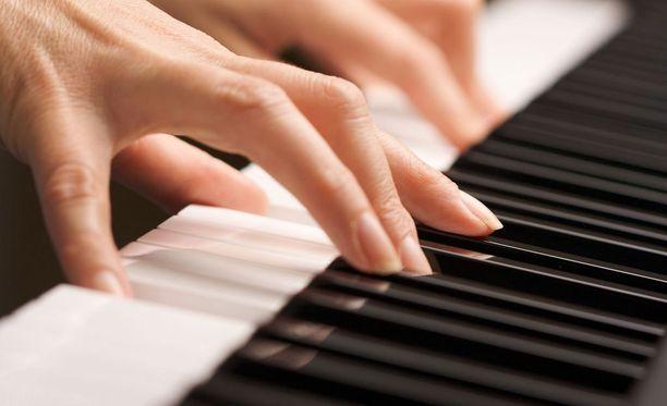 Oppilaiden seksuaalisesta hyväksikäytöstä epäilty opettaja työskenteli musiikinopettajana Vantaalla.
