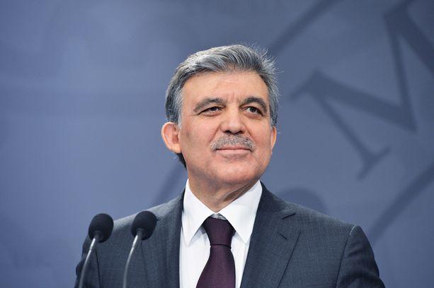 Turkin presidentti Abdullah Gül ilmoitti kannastaan Twitter-viestissä yli neljälle miljoonalle seuraajalleen.