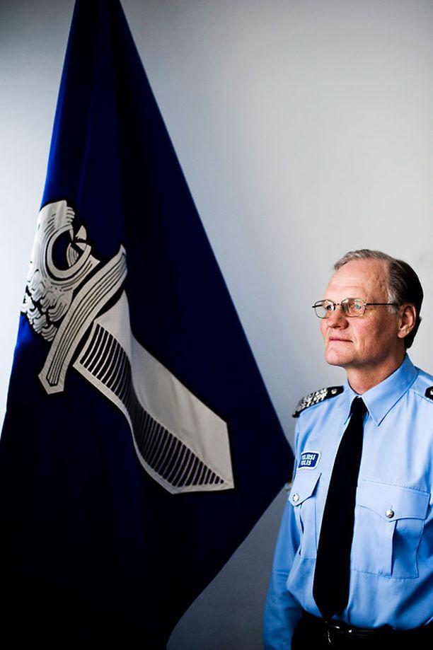 Mikko Paatero myöntää poliisien työllistymisongelman.
