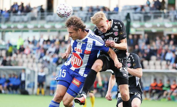 FC Lahden Jasse Tuominen (oikealla) iski lahtelaisten toisen osuman pilkulta.