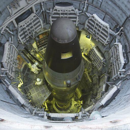 Museoitu Titan II -ydinohjus Arizonassa alkuperäisessä siilossaan. Ohjus oli laukaisuvalmiina vuodesta 1963 vuoteen 1982.