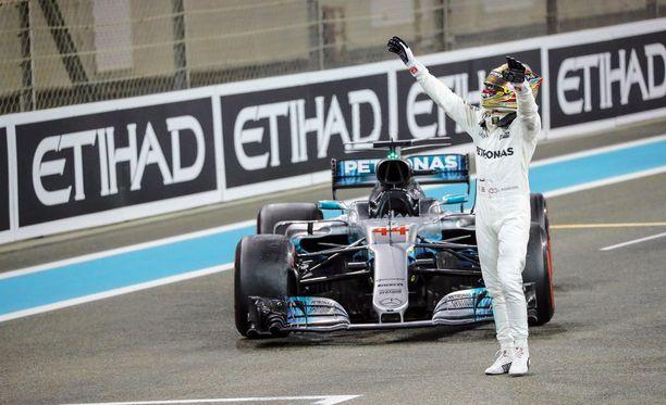 Lewis Hamilton lähtee sunnuntaina metsästämään jo uransa viidettä maailmanmestaruutta.