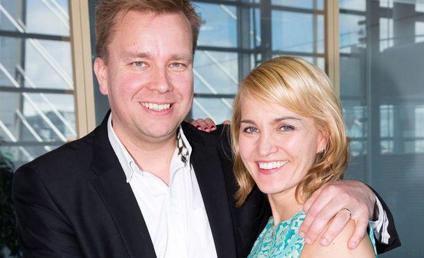Antti Kaikkosella ja Satu Taiveaholla on iloinen perheuutinen.