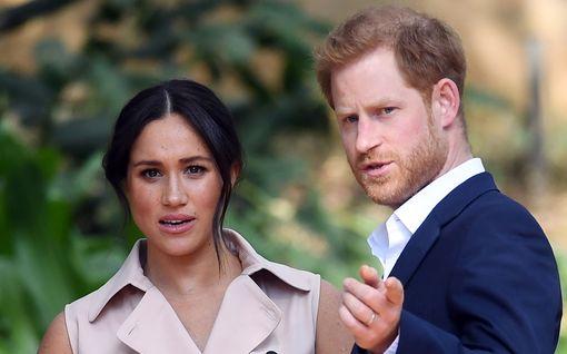 Mitä ihmettä? – Harry ja Meghan käyttävät yhä kuninkaallista monogrammiaan