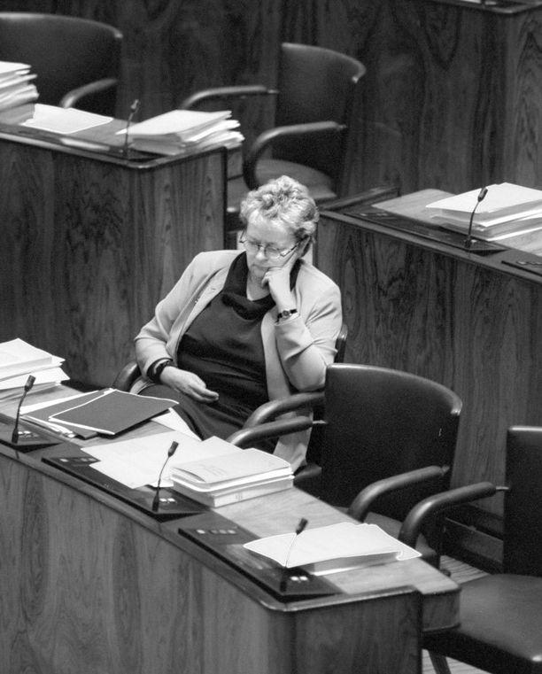Liisa Jaakonsaari eduskunnassa lokakuussa 1996.