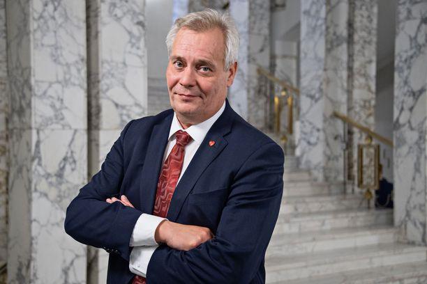 SDP:n puheenjohtaja Antti Rinteellä on nyt nostetta hallitukseen, joko kokoomuksen tai vihreiden tai sitten molempien kanssa.