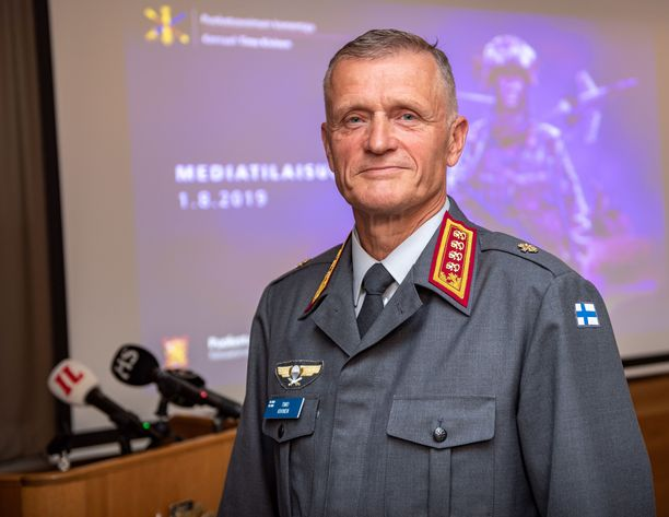 Kenraali Timo Kivinen on uusi puolustusvoimain komentaja.