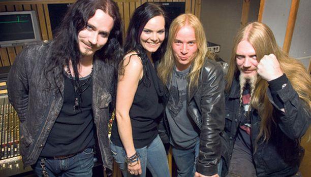 Koko Nightwish lukuun ottamatta Jukka Nevalaista juhli eilen uutuusalbumiaan Finnvoxilla ja myöhemmin Infernossa. Mahtipontinen levy tuo väistämättä mieleen elokuvamaailman. – Myös elokuvamusiikin tekeminen kiinnostaa edelleen kovasti, mutta katsellaan tämä rokkiosasto nyt ensin, Tuomas Holopainen veisteli.