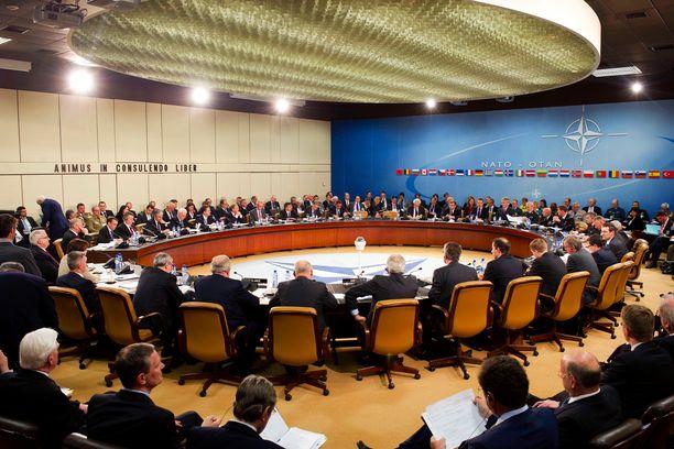 Nato-maiden edustajat tapaavat maanantaina Brysselissä. Kuvituskuva Nato-kokouksesta vuodelta 2012.