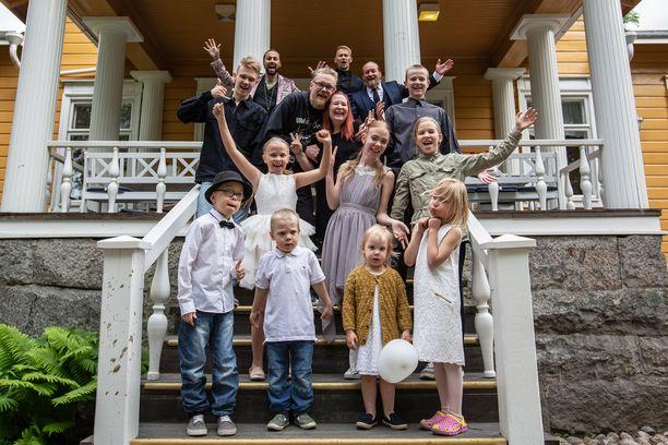 Koiviston perheessä on 11 lasta. Ja 12. on tuloillaan.