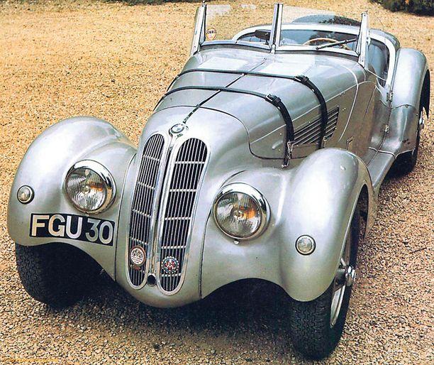 IHAILLUIN. BMW 328 Mille Miglia, Streamline Roadster, 1937, oli tapahtuman ihailluin auto.