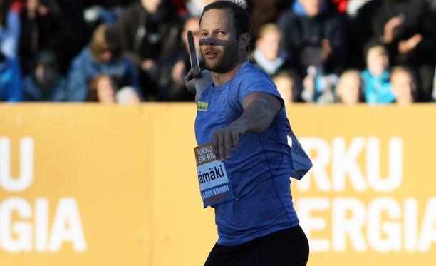 Tero Pitkämäki loukkasi polvensa Turun Paavo Nurmi Gamesissa tiistaina.
