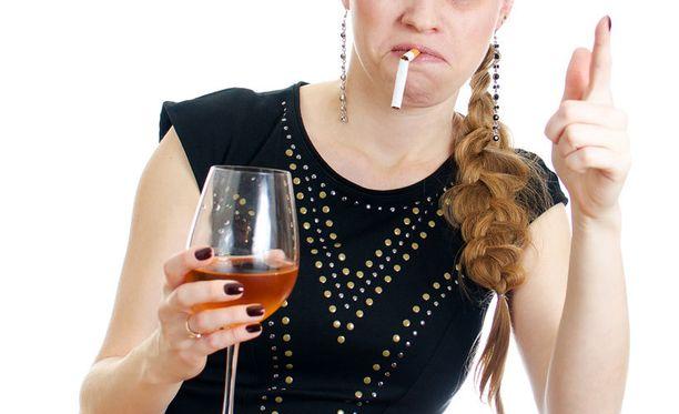 """""""Kännireksia"""" ja tupakointi eivät ole suositeltavia laihdutuskeinoja."""