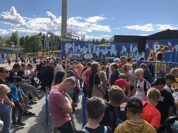 Tältä näytti Särkänniemen laitejonotusalueella keskiviikkona klo 17.30 aikaan.