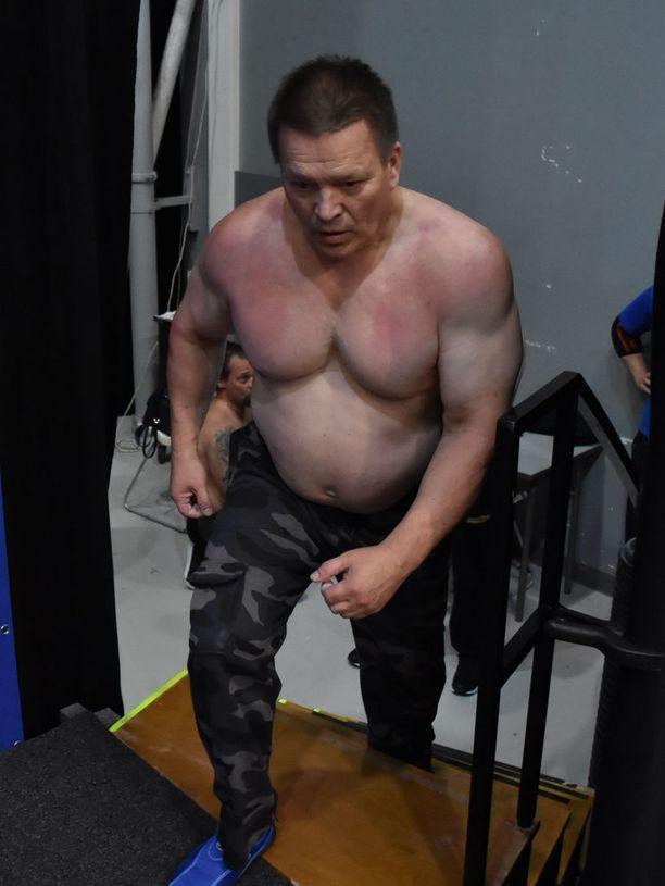 Eino Pöntiö treenaa salilla kolme kertaa viikossa. Hän on käyttänyt samaa systeemiä jo 40 vuotta.