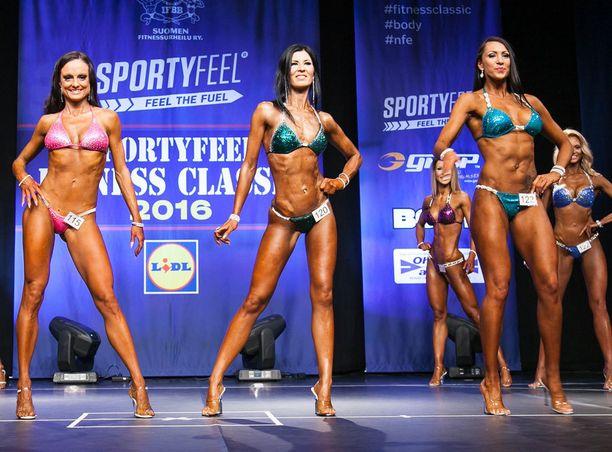 Minna Hujanen (kesk.) aikoo kisata Fitness Classicissa myös ensi keväänä.