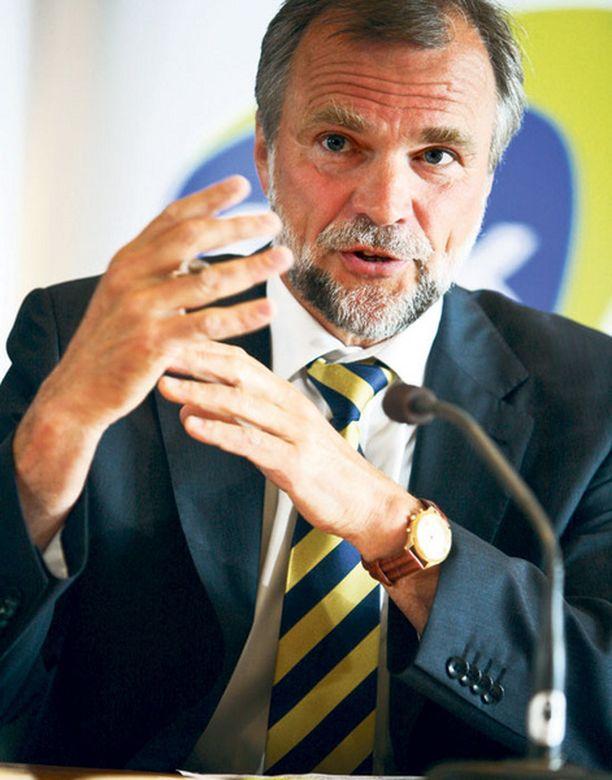 EK:n toimitusjohtaja Leif Fagernäs tulkitsi eilen synkkää suhdannebarometriä.