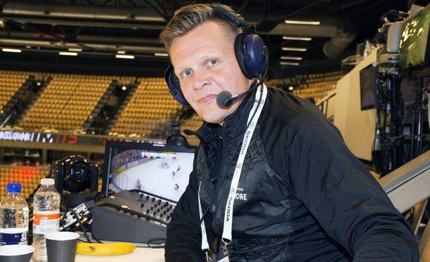 Mika Saukkonen on kokenut urheiluselostaja. Kuva viime kaudelta jääkiekkoilun MM-kisoista Tanskasta.