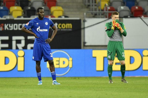 Schalke on luisunut kriisitilaan Bundesliigan käynnistymisen jälkeen. Kuvassa Salif Sane ja Markus Schubert.