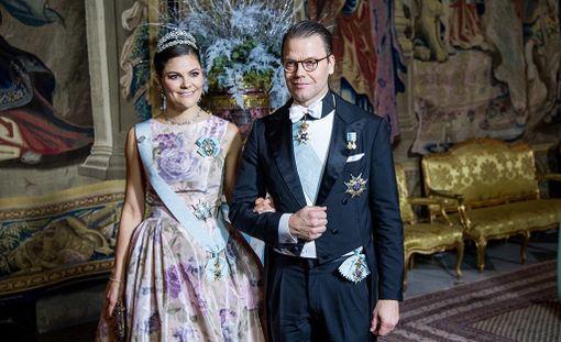 Kruununprinsessa Victoria vierellään prinssi Daniel.