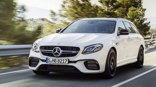 Nopeita urheiluautoja rangaistaan. Mercedes-AMG E63 vero nousee 20 000 euroa.