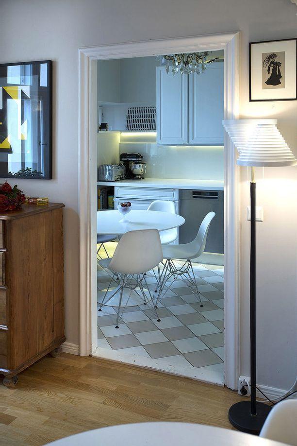 Kun kaksi asuntoa yhdistettiin, keittiö vaihtoi paikkaa.