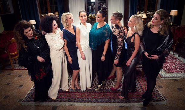 Kaunis elämä -ohjelmassa ovat mukana Tykän lisäksi Riitta Väisänen, Lenita Airisto, Pia Lamberg, Lola Odusoga, Heidi Sohlberg, Lotta Näkyvä ja Tarja Smura.