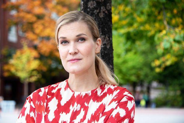 – Olen huomannut ensimmäisen lapsen myötä, että oikeuksista puhuminen on tosi tärkeää, sanoo toimittaja Laura Arffman.