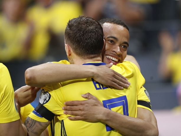 Juhlivatko Robin Quaison ja Marcus Berg (selkä kameraan päin) tänään Madridissa?