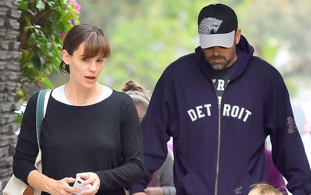 Jennifer Garner ja Ben Affleck sinnittelevät yhteisillä perhelomilla lastensa hyväksi.
