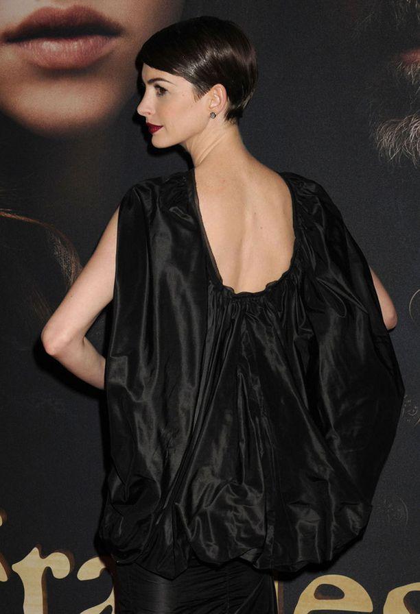 Anne Hathawayn pussipuvun takaa paljastui kaunis selkä.