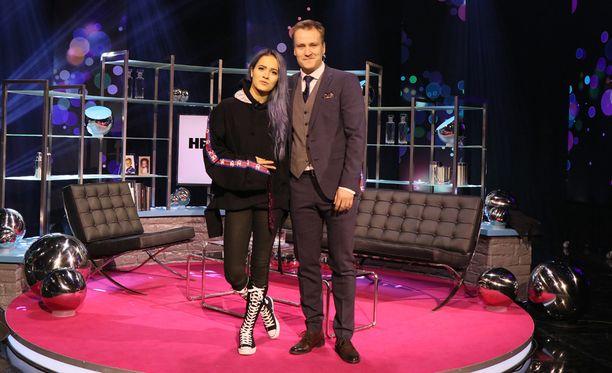 Sanni on illan Heikki Paasonen show'n musiikkivieras.