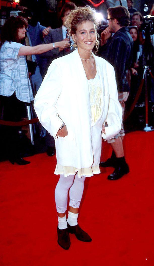 1989: Muodikasta 80-luvun lopulla: valkoiset legginsit ja ylisuuri bleiseri.