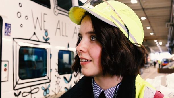 16-vuotias Ida Österholm on voittanut VR:n järjestämän Samassa junassa - kuvituskilpailun.
