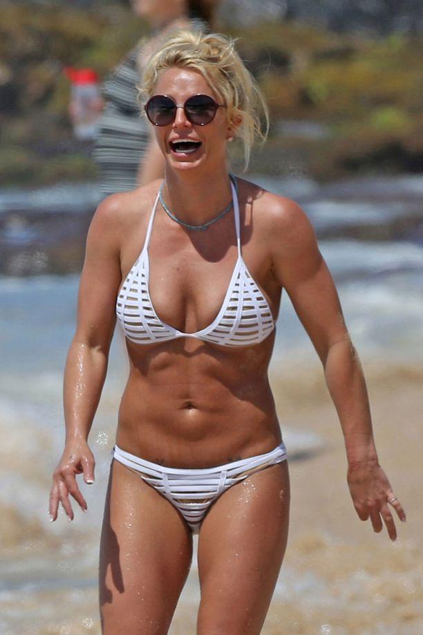 Britneyn kasvoilta paistaa aito elämänilo. Kymmenen vuotta sitten kaikki oli toisin, tuolloin hän joutui huumevieroitukseen.