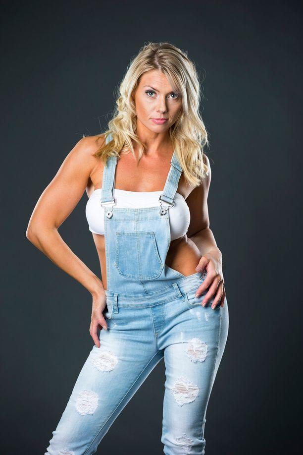 Henna Peltonen työskentelee muun muassa laulajana ja fitness-mallina.