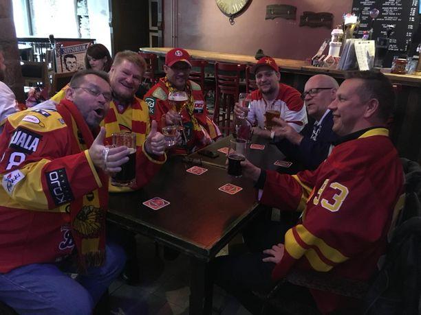 "Pave Mähönen, Lefa Forsman, Marc Becker, Kevin Böhm, Carl-Eric Lindqvist ja ""Jokke"" ovat Tallinnassa koko viikonlopun."