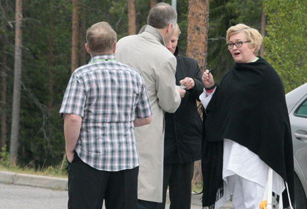 Anu Vehviläinen saapui puoluekokoukseen aamupäivällä.