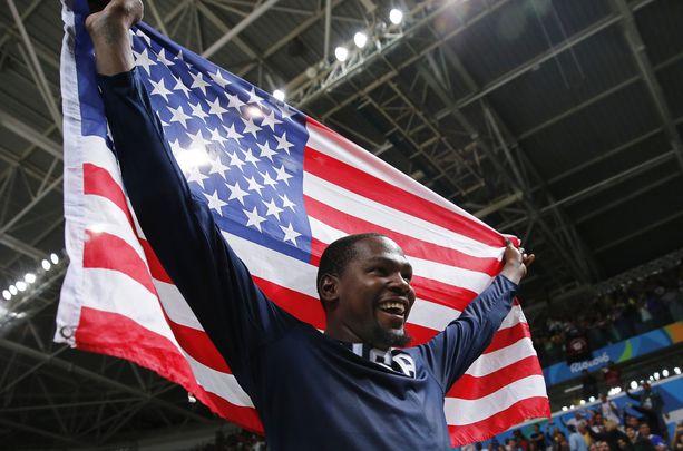 USA juhli Kevin Durantin johdolla koripallon olympiakultaa 2016 Riossa.