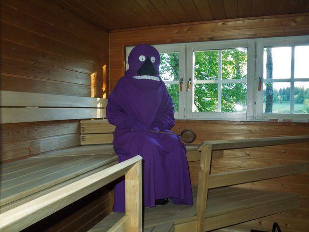 Kuva saunoskelevasta möröstä on levinnyt Tinderiin saakka. Mörköpuvun omistaja ja kehittäjä Marjut harmittelee, että hänen kuvansa on levinnyt luvatta deittipalveluun saakka.