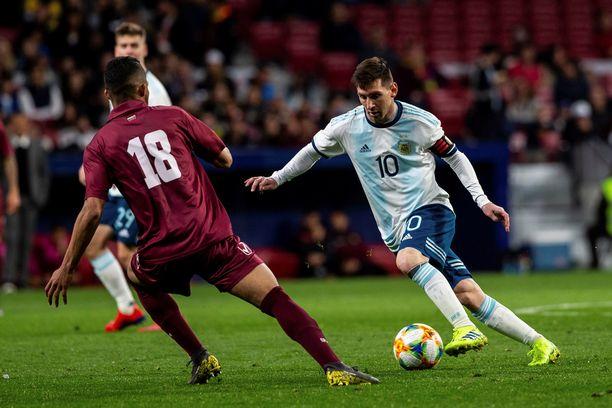 Lionel Messin (oik) paluu sinivalkopaitaan päättyi noloon 1-3-tappioon Venezuelalle.